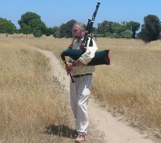 lonesome_bagpiper.jpg